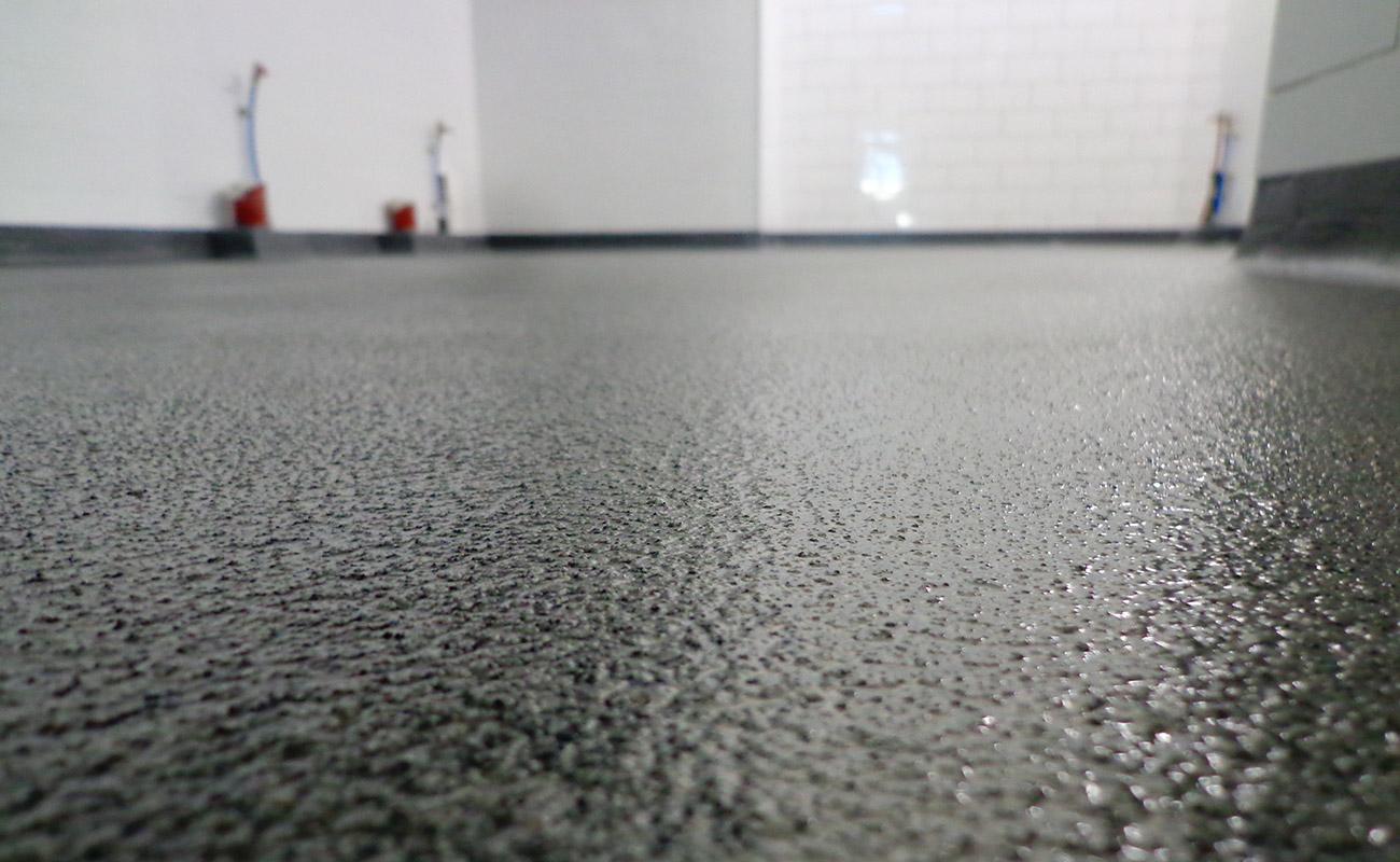 Yvelines  France : CGS pose des revêtements de sols en résine epoxy.